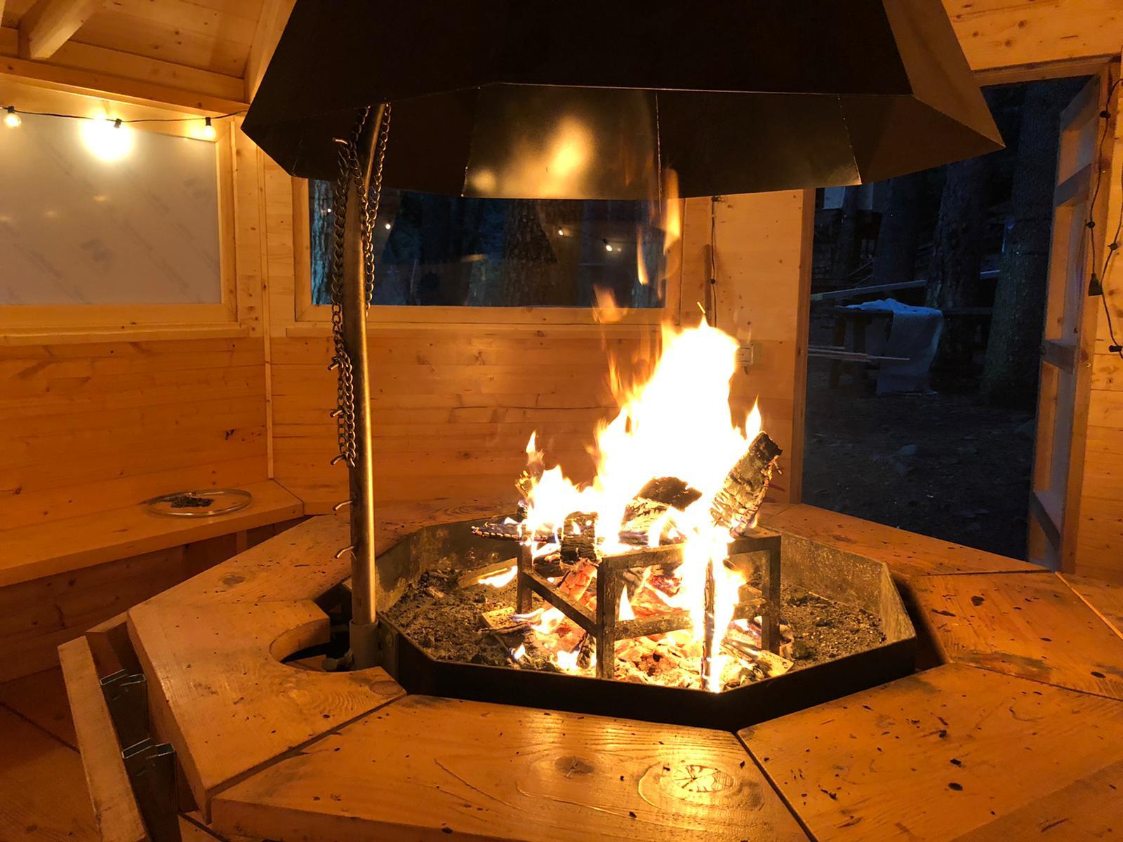 Accensione del fuoco - Grill Room